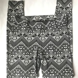 VS PINK Aztec Tribal Print Leggings